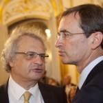 M. Amin Maalouf, Président du Jury littéraire de France-Amériques et M. Philip Breeden, Ministre-conseiller pour les affaires publiques auprès de l'Ambassade des Etats-Unis en France